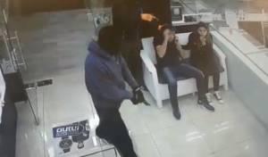 """באקדחים שלופים: כך בוצע השוד בבי""""ש"""