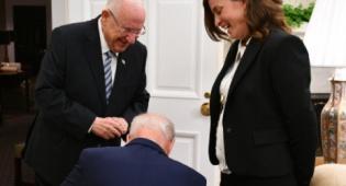 מדוע כרע הנשיא ביידן ברך לפני רבקה רביץ