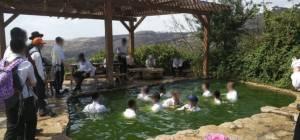 מדוע חסידים נכנסים עם בגדים לתוך המים?