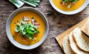 מרק גזר וג'ינג'ר - המרק שמוכיח: ארוחה טובה לא חייבת להיות מסובכת