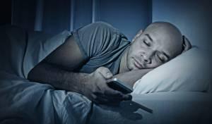 ישנים עם הסמארטפון? אין סכנה