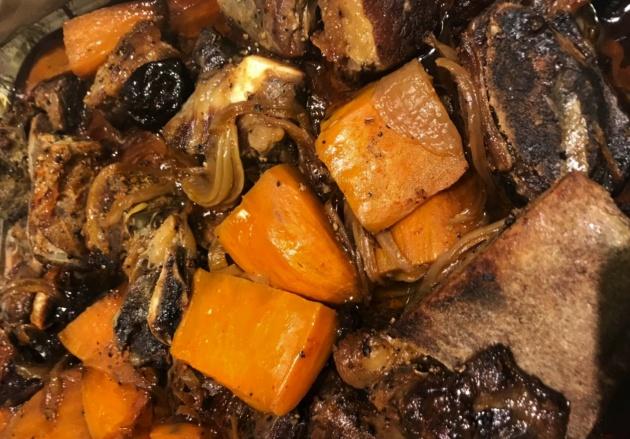 תבשיל אסאדו עם עצם ובטטות