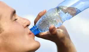 השתייה מהבקבוק גורמת למיגרנות