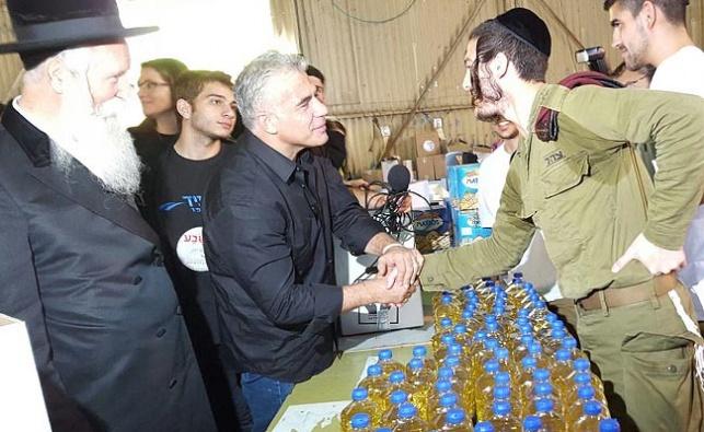 """כיכר השבת חדשות: החייל החרדי ל'כיכר השבת': """"נפגעתי מלפיד כמו כל חרדי"""""""