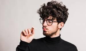 הזוי: למה צריך ללעוס מסטיק לאחר לילה של שינה גרועה