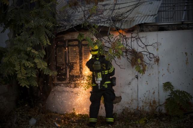זעזוע: בית כנסת נשרף כליל בהצתה