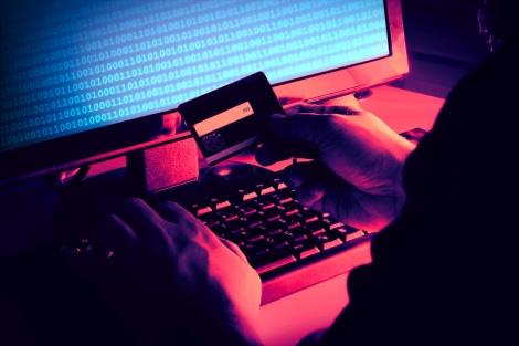 גנבו פרטי אשראי ומשכו מאות אלפי שקלים