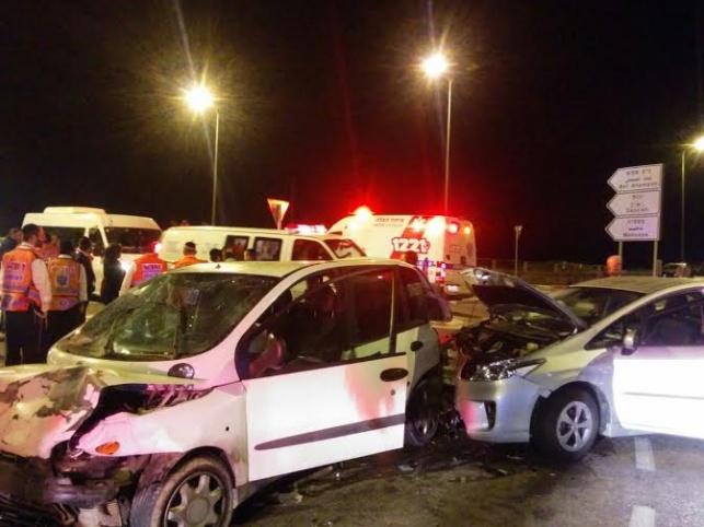 """ב""""ש: משפחה חרדית נפצעה בתאונה"""