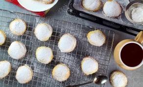 קורבידס - עוגיות חמאה יווניות במילוי פיסטוקים - יאסו! קורבידס - עוגיות חמאה יווניות במילוי פיסטוקים