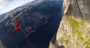 וידאו מטורף: שבר שיא עולם בקפיצה חופשית