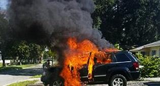 """הרכב שעלה באש - סכנת הגלקסי: """"רכב עלה באש בגלל מכשיר שהתפוצץ"""""""