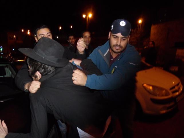 רץ כי חשב שקרה פיגוע - וחטף מכות משוטרים