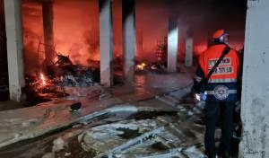 חניון עלה בלהבות; עשרות משפחות חולצו