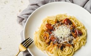 פסטה עם עגבניות שרי 'מתפוצצות', תירס ומוצרלה