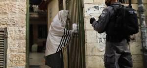 במהלך החג: המשטרה פשטה על בית כנסת