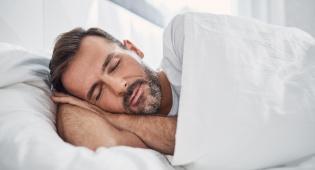 שינה לא סדירה עלולה לפגוע בבריאות הלב