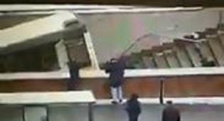 תיעוד מזעזע - קשה לצפייה: אוטובוס דהר בתחנה והרג 5