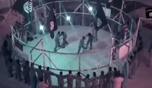 """דאע""""ש מציגים: """"כלוב המוות"""""""