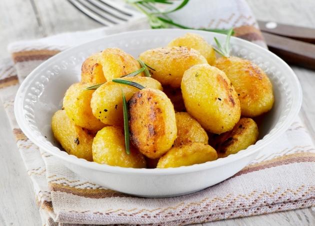 תפוחי אדמה קטנים בתנור עם רוזמרין