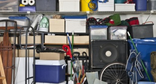 למה קשה לנו לזרוק חפצים מיותרים?