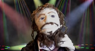 """צפו: כשלהקת בובות פורצת בשירת """"משנכנס אדר"""""""