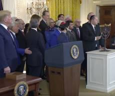 לצד הנשיא טראמפ; נרות חנוכה בבית הלבן