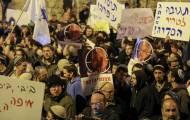 ההפגנה, הערב