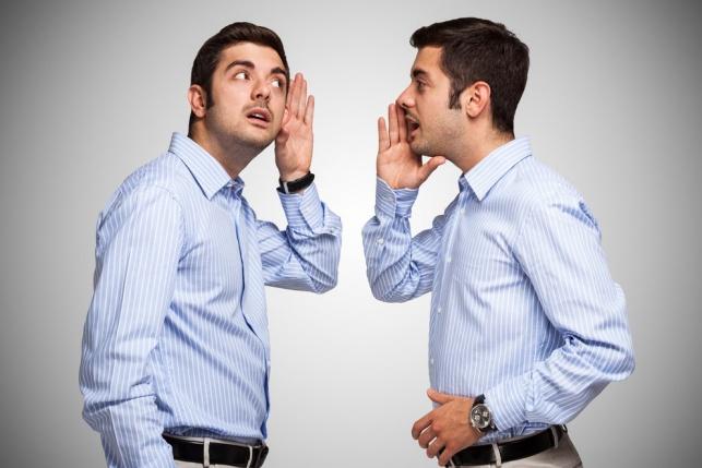 האם אדם שמדבר לעצמו הוא משוגע?
