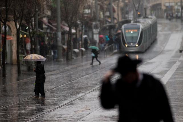התחזית: הגשמים יימשכו עד לשעות הצהריים