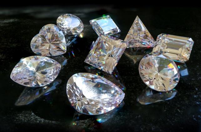 זוג חשודים שגנבו יהלומים בשווי מיליונים