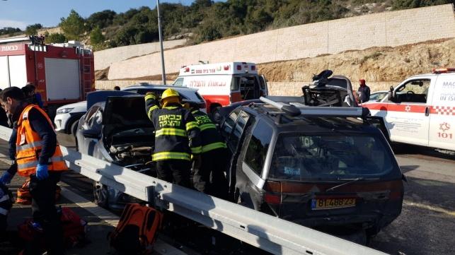 זירת התאונה וחילוץ האישה