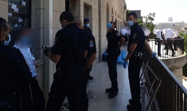 שוטרים פשטו על ה'מחבלים'; זלזלו בהנחיות