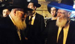 תיעוד בלעדי: לחיצת היד של הרבנים