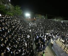 """מול קהל אלפים: המדורה של הגרי""""מ שכטר"""