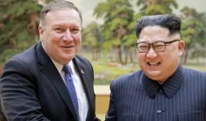 """שליט צפון קוריאה עם פומפאו - """"אל תחזרו על הטעות הזו"""": החנינה של קים"""
