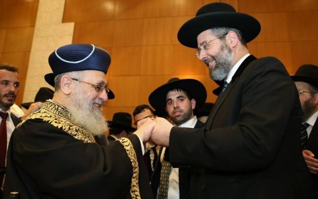 חוגגים ניצחון. הרבנים הראשיים