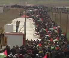אלפי המפגינים - מתיחות עזה בדרום: אלפי מפגינים על הגדר