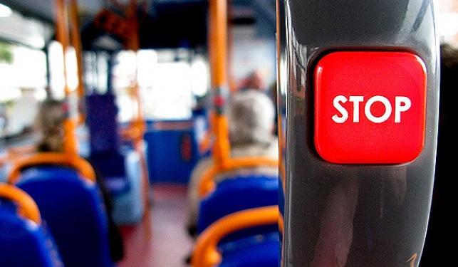 נפילה באוטובוס חונה מוגדרת כתאונה?