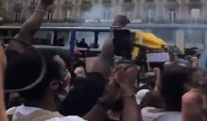 אנטישמיות בהפגנה בפריז: יהודים מסריחים
