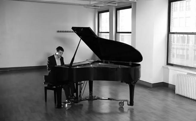 """הפסנתרן שמעון ברוד  מבצע -  """"שיר הארץ"""""""