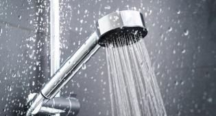 אז מתי עדיף להתקלח, בבוקר או בערב?
