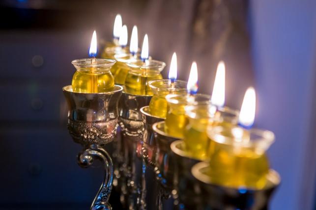 זמני הדלקת  נרות חנוכה בארץ ובעולם