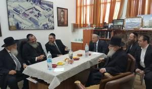 השר יעקב ליצמן ביקר בישיבת חברון. תיעוד