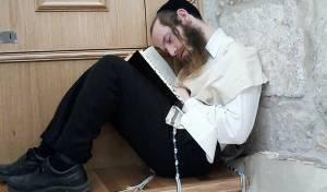 תיעוד סוער: כך נלחמים על קבר שמואל הנביא
