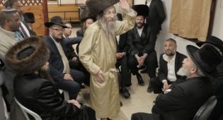 צפו: רבנים ואישי ציבור מנחמים את משה אבוטבול