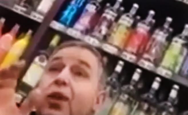 צפו: כך הדף מוכר המשקאות את פעילת החרם