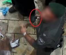 השוטר ומיכל הגז - התיעוד נחשף: שוטר ריסס חרדיות בגז פלפל