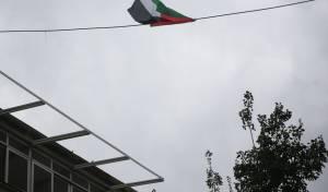 """צפו: דגל אש""""ף נתלה במאה שערים והוסר"""