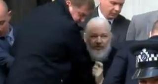 ג'וליאן אסאנג' נעצר בלונדון