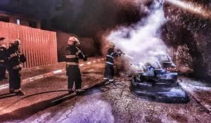 הלילה  בבית שמש: שני רכבים נשרפו כליל